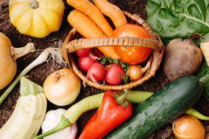五條市頒布会では、ご注文者様に対して、毎月五條でとれた旬な野菜や果物はもちろん、生産者の想いを書いたチラシも一緒にご自宅へお届けします。 今回扱う野菜や果物の生産者は、無農薬・低農薬にこだわっております。 そのため、安心安全な旬で美味しい野菜や果物をみなさまに届けることが可能になりました。